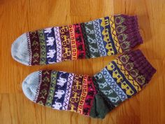 I wanted to make socks with all the remnants of the sock yarn I collected over the years. I really like stranded motifs so I collected a few, made up a few and made a pattern. It is a real motivation to see all the motifs grow as you knit! Fair Isle Knitting, Knitting Socks, Knit Socks, Chrochet, Knit Crochet, Marimekko Fabric, Sock Yarn, Ravelry, Projects To Try