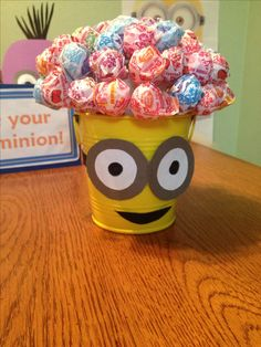Cute idea for centerpieces. Kiddos can take suckers. Minion Party Theme, Despicable Me Party, Minion Birthday, 3rd Birthday Parties, Birthday Fun, Birthday Party Decorations, Birthday Ideas, Pyjamas Party, Minion Craft