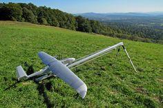 PR-9トゥーカン(PR-9 Tukan)。ポーランドに本部を置くジェシュフ工科大学によって開発されたUAV(無人航空機)の一つ。光ビーコンを使用した衝突回避テクノロジーの研究などを意図する。最大離陸重量は5.5kg。