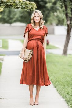 Bronze - Maternity Style - Dressing the Bump - Schwanger Cute Maternity Dresses, Stylish Maternity, Maternity Wear, Pregnant Dresses, Maternity Fashion Wedding, Maternity Styles, Maternity Swimwear, Pregnancy Looks, Pregnancy Outfits