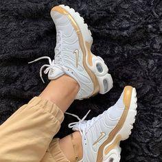 Best Sneakers, Air Max Sneakers, Sneakers Nike, Tn Nike, Nike Sb, Sneaker Store, Nike Airforce 1, Nike Air Shoes, Nike Air Max Plus