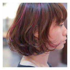 salon work★ □ 今日初めて来てくれた台湾のお客様☺︎♪ □ ハイライトを表面とインナーにランダムに入れ、ピンクとアッシュグレーでカラーリング♪ □ 首の星のタトゥーがgood☁︎ □ #hair#fashion#hairstyle#bobhair#ボブヘアー#ボブスタイル#ファッション#ヘアスタイル#ナミキサロンワーク#ハイライト#インナーカラー#カラーリング#ヘアカラー (BRIDGE hair&make)
