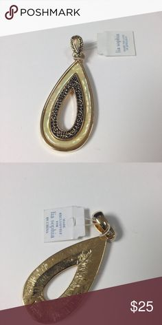 Lia Sophia Art Deco Style Pendant NWT Get your hands on this gorgeous Pendant! Never worn! It is about 2 inches long and has a small opening in the middle. Lia Sophia Jewelry Necklaces