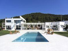 NUEVA PROPIEDAD DE LA SEMANA: Nueva villa minimalista en entorno rústico #Ibiza