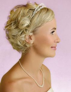 Trendy wedding hairstyles updo for short hair veils ideas Wedding Hairstyles For Medium Hair, Curly Wedding Hair, Short Hairstyles For Women, Bride Hairstyles, Headband Hairstyles, Trendy Hairstyles, Hairstyle Ideas, Bridal Hair, Headband Curls