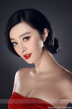 Fan Bingbing (born 16 September is a Chinese actress, singer and television producer. She was born in Qingdao but was raised in Yantai. She graduated from Shanghai Xie Jin Film and Television Art College and Shanghai Theatre Academy. Fan Bingbing, Beautiful Asian Girls, Beautiful Women, Actress Fanning, Asian Eye Makeup, Asian Eyes, Chinese Actress, Asia Girl, Bridal Makeup
