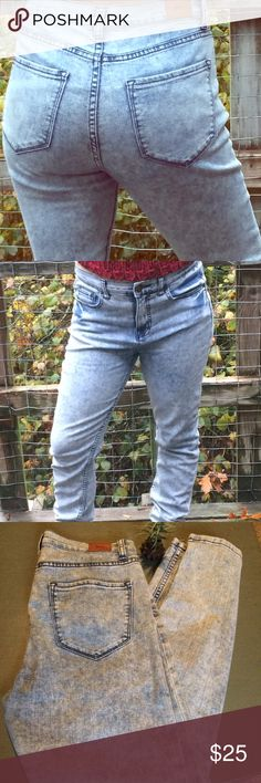 BDG High Rise Twig Ankle Jeans BDG High Rise Twig Ankle Jeans from Urban Outfitters BDG brand. Acid wash. 29x29. Urban Outfitters Jeans Skinny