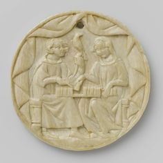 Anonymous | Cover of a mirror case with a man and a woman playing chess, Anonymous, c. 1350 | Onder een opengeslagen tent zitten een jongeman en een vrouw op een bank met een schaakspel op hun knieën. De man links heeft op de linkerhand een valk bij een riem (?), terwijl hij met de rechterhand op het spel wijst; de vrouw rechts verzet met haar rechterhand een schaakstuk en behoedt met de linker enige stukken, die op haar schoot liggen, voor vallen. De man met een band in het haar draagt een…