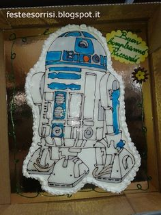 6th Birthday Party - R2-D2 Cake From the Blog Feste e Sorrisi.