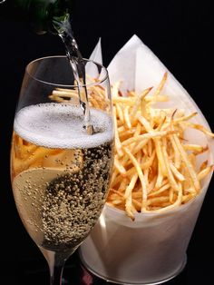Why Champagne and French Fries Make the Perfect Pair, According to Experts, Food And Drinks, Champagne and Fries (food pairing) Sweet Champagne Brands, Champagne Taste, Champagne Quotes, Wine Party Appetizers, Wine Parties, Stoner Food, Wine Making Kits, Wine Tasting Party, Wine Delivery