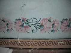 detalle de cenefa decorativa de claveles en el museo de Cinctorres