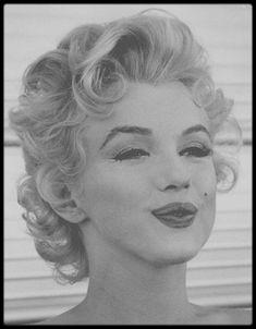 Marilyn Monroe by Milton Greene 1956 Jean Loup Sieff, Corte Pixie, Divas, Marilyn Monroe Photos, Norma Jeane, Most Beautiful Women, Old Hollywood, People, Short Hair Styles