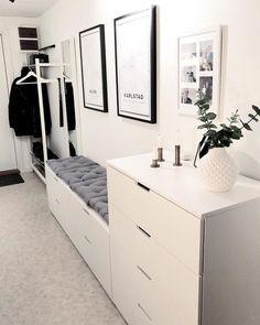 Godmorgon, hoppas att ni får en to… Room Interior, Home Interior Design, Living Room Decor, Bedroom Decor, Ikea Bedroom, Bedroom Furniture, Mirror Bedroom, Bedroom Sofa, Decor Room