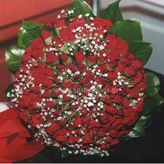 Νυφική Ανθοδέσμη Γάμου ,Νυφικό μπουκέτο με ολόφρεσκα λουλούδια ιδανικό για να συμπληρώσει μια ξεχωριστή νύφη.Το πιο σημαντικό μπουκέτο της ζωής σας επιλεγμένο να συμπληρώσει ιδανικά το στυλ του γάμου που έχετε επιλέξει,από μοντέρνο σε κλασσικό ή ρομαντικό. Το πιο όμορφο στολίδι στα χέρια σας. Νυφική ανθοδέσμη μοναδικής τεχνικής αποτελούμενη από ιδιαίτερα μικρά τριανταφυλλάκια. Το έντονο κόκκινο χρώμα της τραβάει σίγουρα τα βλέμματα.