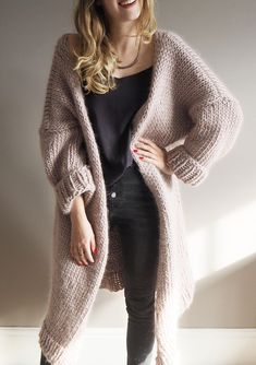 Dreamy Oversized Cardigan Pattern — Lauren Aston Designs The best, softest chunky cardigan - and you can make it yourself with this beginners kit! Mohair Cardigan, Knit Cardigan Pattern, Oversized Knit Cardigan, Sweater Knitting Patterns, Sweater Cardigan, Oversized Cardigan Outfit, Slouchy Cardigan, Gray Cardigan, Shawl Patterns