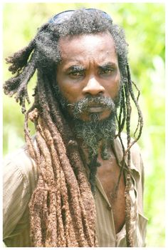 Jamaica Jahmaica, The Beautiful Dreadlock Rasta, Afro Dreads, Hair Art, My Hair, Free Form Locs, Rastafarian Culture, Arte Punk, Rasta Man, Jah Rastafari