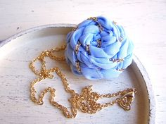 Cute rosette necklace with an interwoven chain