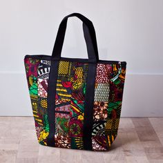 Fair Trade Tote from Amani Ya Juu (Peace from Above.) They sell gorgeous, high-quality purses, totes, quilts, scarves and other products sewn by African women who are healing from conflict and finding peace in God. Ankara Bags, Sacs Design, African Accessories, Diy Purse, Fabric Bags, Quilted Bag, Printed Bags, African Fabric, Cloth Bags