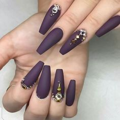 Semi-permanent varnish, false nails, patches: which manicure to choose? - My Nails Plum Nails, Matte Nails, Stiletto Nails, Coffin Nails, Acrylic Nails, Dark Purple Nails, Purple Wedding Nails, Sexy Nails, Hot Nails
