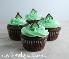 mint chocolate cupcakes with mint chocolate filling