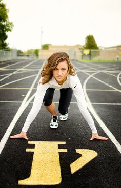 Sports Senior Picture Ideas For Girls | senior girl photo picture posing ideas #photography #track #runner ...