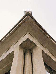 Restaurant du campus du CEA à Saclay, architecte : Auguste Perret, photographe : Victor Tsu