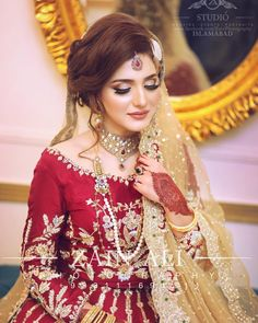 Great Pic pakistani Bridal Makeup Suggestions Bridal makeup appears to be intriguing and every young lady offers a goal to get the finest engageme Bridal Mehndi Dresses, Pakistani Bridal Makeup, Pakistani Wedding Outfits, Bridal Dress Design, Bridal Hair And Makeup, Bridal Outfits, Pakistani Dresses, Indian Bridal, Bridal Style
