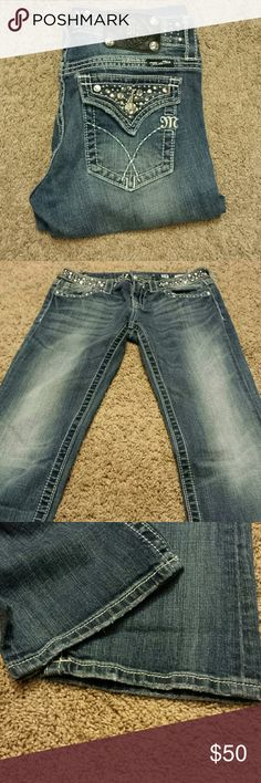 """Miss Me Boot Cut Bling Jeans! Miss Me Boot Cut Bling Jeans! Size 28, Inseam 31 """". EUC. Bejeweled design on jeans. Miss Me Jeans Boot Cut"""