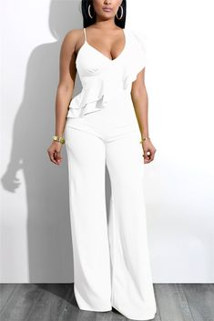 Go all-out for all-in-ones this season with playsuits and jumpsuits here. With striped and floral styles, crochet details and loose or fitted options. All White Party Outfits, All White Outfit, Classy Outfits, Sexy Outfits, Ruffle Jumpsuit, Jumpsuit Pattern, White Jumpsuit, Wedding Pants, Leather Jumpsuit