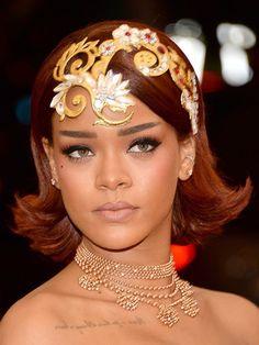 Rihanna's beauty look (Met Gala 2015)  Stellar.