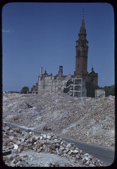 Postwar view of a church in the ruins of Warsaw. Germany Poland, Warsaw Poland, Warsaw Uprising, Historical Pictures, City Buildings, Vacation Trips, Barcelona Cathedral, Wwii, Europe
