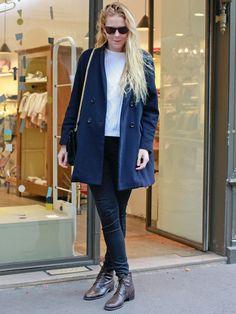 ママン:Jessica ジェシカ/31歳 シックなネイビーカラーが目を引く「アーツアンドサイエンス」のコートに、「アメリカンアパレル」のスキニーなボトムをミックスして、上下のバランスを整えたジェシカさん。