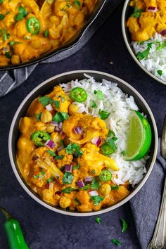 overhead view of two bowls of chickpea coconut curry. Topped with lime and red onion. Chickpea Coconut Curry, Cauliflower Curry, Vegan Curry, Delicious Vegan Recipes, Vegetarian Recipes, Healthy Recipes, Vegan Meals, Curry Recipes, Vegan Food
