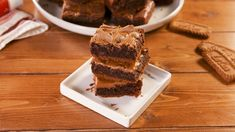 Biscoff adds another layer to these decadent chocolate brownies - literally. Because hiding underneath that gooey brownie top is a layer of crushed biscoff biscuits, kinda like a cheesecake base. Brownie Toppings, Brownie Recipes, Cake Recipes, Dessert Recipes, Dessert Ideas, Cookie Desserts, No Bake Desserts, Delicious Desserts, Cookie Bars