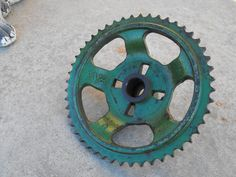 intage Industrial JOHN DEERE Gear Art Deco Green Rusty Old Farm Tool Centerpiece Primitive