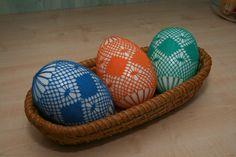 Veľkonočné kraslice Bobbin Lacemaking, Lace Making, Easter Eggs, Om, Inspiration, Eggs, Slip On, Hipster Stuff, Bobbin Lace