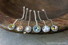 how to make little bird nest necklaces with wire and beads.