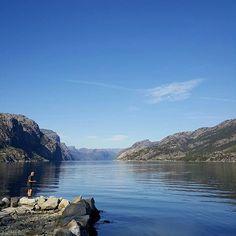 ~ På kaien ~~💙 #kai#lysefjorden #fjordnorway #fjellogfjord #destinationryfylke #vakreryfylke #forsandkommune #bluesky #fishing#nature_shooters #naturelovers #exellent_nature #naturenoedit #rogaland #mittvestland #vakrenorge #visitrogaland #visitnorway #amatørfoto #mittfoto#ilovenorway#mai