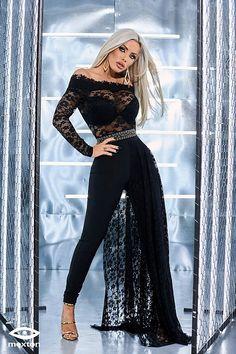 e9acf7c46561 Abbigliamento donna online - Le Aste di Sohà. Bionde AttraentiTute. Tuta  elegante di colore nero con pizzo.