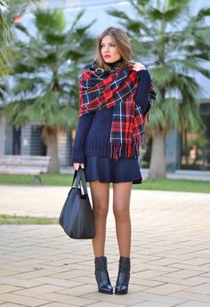 A tartan scarf is one of the must-have accessories for this season, so today we would like to show you how you can style it. Cute Fall Outfits, Stylish Outfits, Fashion Outfits, Fashion Trends, Winter Outfits, Women's Fashion, Classy Outfit, Tartan Fashion, Mode Simple