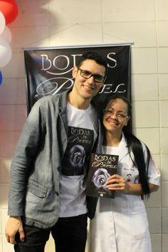 Lançamento do #livro #BodasDePapel na #UBC #UniversidadeBrazCubas em #MogiDasCruzes #SP #DanielMoraes e a #leitora Néia.