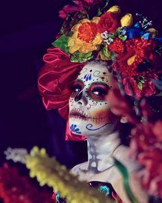 @mycamakeupsalonstudio @eleganzzasposa @miguelolvera_fotografia #maquillajedecatrina #catrinas #catrinasmexicanas #catrinasmexico… Sugar Skull Makeup, Sugar Skull Art, Halloween Looks, Halloween Face, Day Of Dead Makeup, Sugar Skull Images, Day Of The Dead Artwork, Mexico Day Of The Dead, Theatrical Makeup