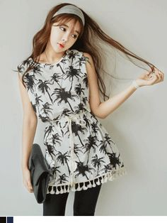 Today's Hot Pick :Palm Tree Print Tassel Detailed Dress http://fashionstylep.com/SFSELFAA0007726/yubsshopen/out Highlight your summer with this palm tree inspired dress. Features cute little tassel accent on the hem and sleeves. Comes with a matching tie-up braided belt for a more flattering figure. Wear with flat sandals for a chill contemporary ensemble. -Palm tree print dress -Scoop neck -Cut-out shoulder -Tassel hem edges -Braided string belt -Thigh length -Available colors: navy, black