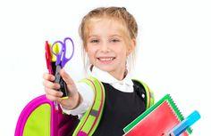 První vstup do školy, první učitelé, první školní předměty i pomůcky. Vstup do první třídy základní školy je pro dítě škálou obrovských změn, kdy je vše nové a nepoznané, v okolí se objevují nové tváře a nové požadavky.  Pokud i Vy máte doma budoucího školáčka, podívejte se, s jakými schopnostmi a dovednostmi byste ho měli vybavit, než nastoupí do školy. Změna prostředí pak pro něj bude snazší.