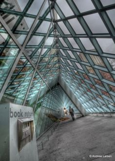 © Andrew E Larsen / Seattle Public Library Via Book Porn Seattle Library, Amazing Buildings, World Photo, Photo Location, Washington State, Pacific Northwest, Cool Photos, Louvre, Landscape