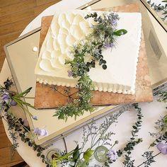 実は珍しい?!大人っぽいデザインの、【一段スクエア】のウェディングケーキを集めました♡   marry[マリー] Wedding Sheet Cakes, Birthday Sheet Cakes, White Wedding Cakes, Wedding Cake Toppers, Pretty Cakes, Cute Cakes, White Sheet Cakes, Sheet Cakes Decorated, Cake Decorating