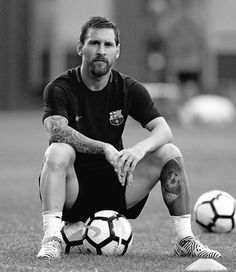 lionel messi wallpaper-hd photo seated ball portrait black white Lionel Messi Family, God Of Football, Football Stuff, Antonella Roccuzzo, Lionel Messi Wallpapers, Argentina National Team, Leonel Messi, Club World Cup, Social Media Training