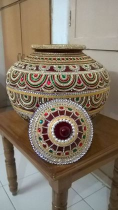 Sumptuous beaded pot - love the intricate design.