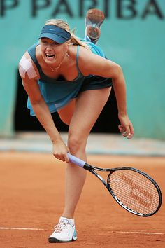 Maria Sharapova of Russia serves during her Women's Singles Second Round match against Nadia Petrova of Russia on day four of the French Open at Roland Garros on May 2009 in Paris, France. (Photo by Matthew Stockman/Getty Images) Maria Sharapova Hot, Sharapova Tennis, Golf Knickers, Foto Sport, Golf 7 R, French Open, Maria Sarapova, Tennis World, Professional Tennis Players