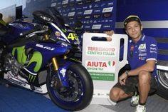 MotoGP: Yamaha leiloa R1 com assinatura de Rossi